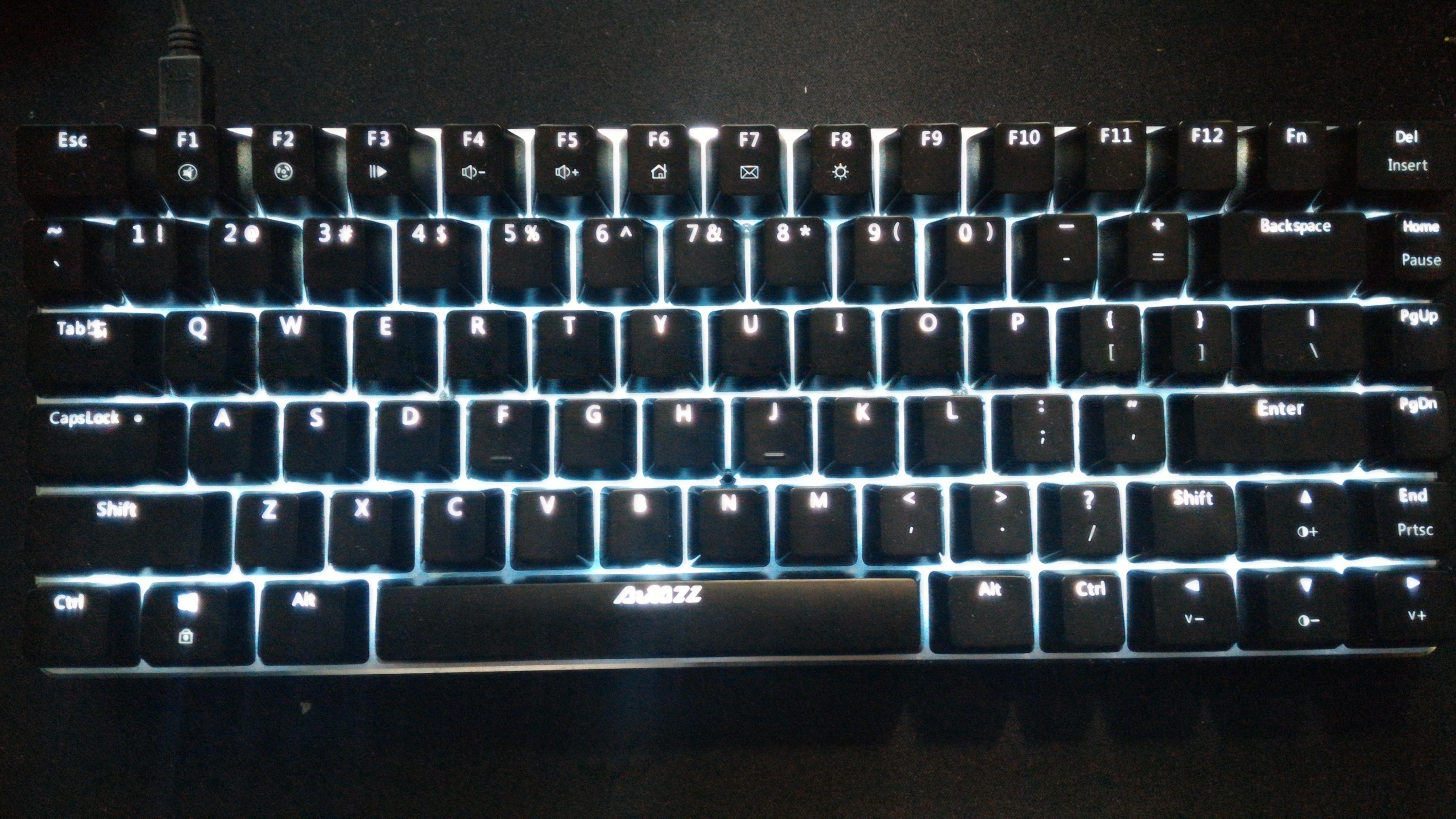 """小型英字キーボード """"AJAZZ Geeks AK33 82 Key Mechanical Keyboard"""" のレビュー"""